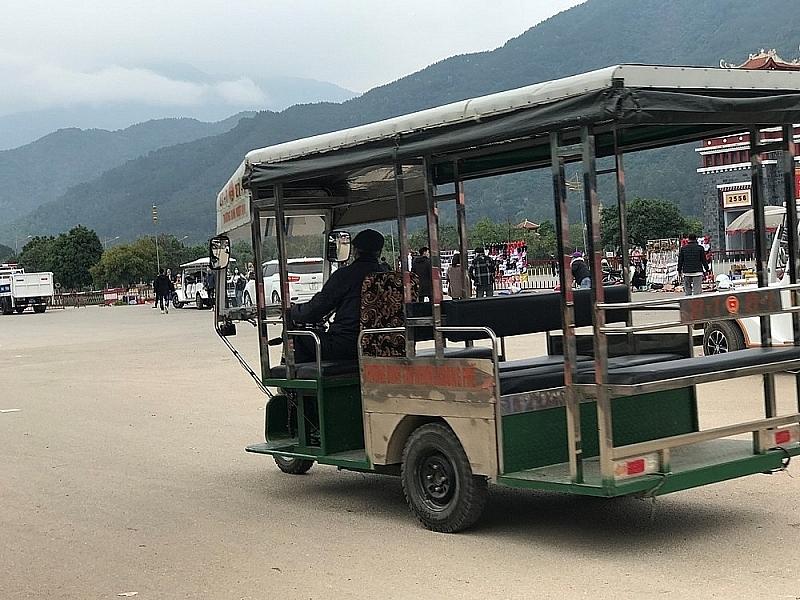 tam dao vinh phuc co lam ngo cho xe dien du van chuyen khach tai khu di tich danh thang tay thien hoat dong